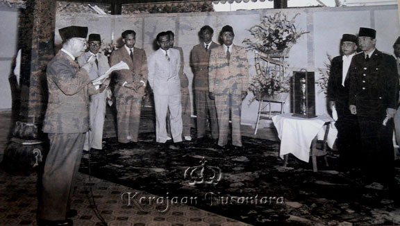 Sri Sultan Hamengkubuwono IX had a visit from Soekarno, first president of Republic of Indonesia on September 19, 1951